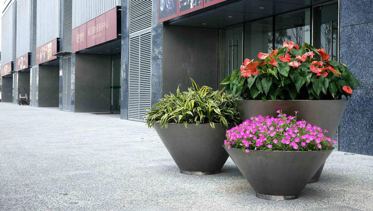 How to place the planters in Plaza?