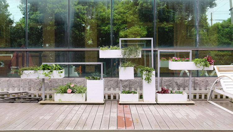 What are the use scenarios of flower planter boxes in the park?