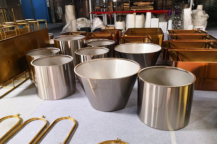 Beautify your garden with mesmerizing stainless steel planters