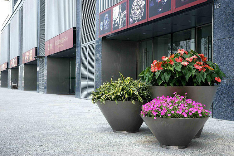 What are the precautions for planting plants in outdoor planter?